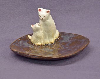 Handmade Ceramic Dish with Two Cats - Trinket Holder, Ring Holder, Jewelry Holder, Mother's day Gift, Ceramic Art, Jade Green