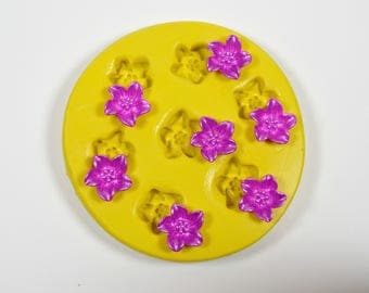 1674 tiny flowers Silicone Rubber Food Safe mold mould-fondant, resin, clay, wedding cake decorating