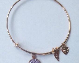 AA1004A  Gold Tone Light Purple Expandable Wire Bracelet w/add'l Heart & Angel Wings Charms