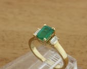 1.05 carat Green Emerald and Diamond Ring 14K Yellow Gold