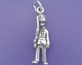 Buckingham PALACE GUARD Charm .925 Sterling Silver London England, Great Britain Pendant - lp3872