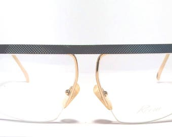 Vintage eyewear. Made in Italy. 1980's. Textured silver. Excellent quality and condition! Dramatic statement eyewear!