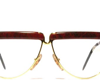 Vintage eyewear. FERRE made in Italy 1980's. Excellent quality and condition! Distinct red tones with gold eye wire. Amazingly Hip