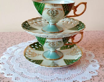 Set of 2 vintage tea cups and saucers