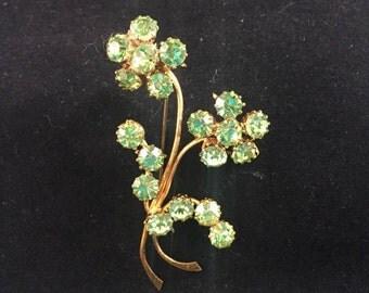 Vintage: Green daisy flower brooch.