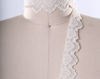 3 Yards Narrow Ivory Polyester Lace Trim. Scalloped Edges. Diamond Styled Design/ Great for Lining Linens and Pillows