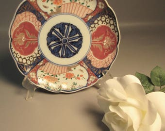 19th Century Japanese Imari Bowl w/Scalloped Rim Early Marks w/Gold Accents