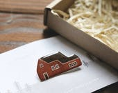 little house brooch 'red swedish house' // house brooch, pin brooch, house pin, red house pin, scandinavian wooden house