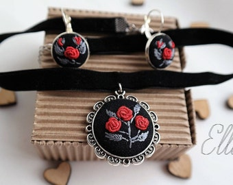 Embroidered choker necklace set Hand embroidery Red jewelry for girlfriend Gifts-for-sister Flower wife jewelry Red rose jewelry Eco pendant