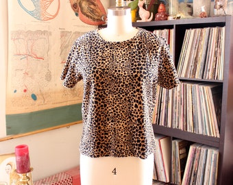 plush 1990s leopard print t-shirt top by Liz Claiborne . approx small medium