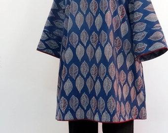 TUNIQUE longue  et ample en coton imprimé  block print  indigo motifs feuilles , col rond et manches 3/4