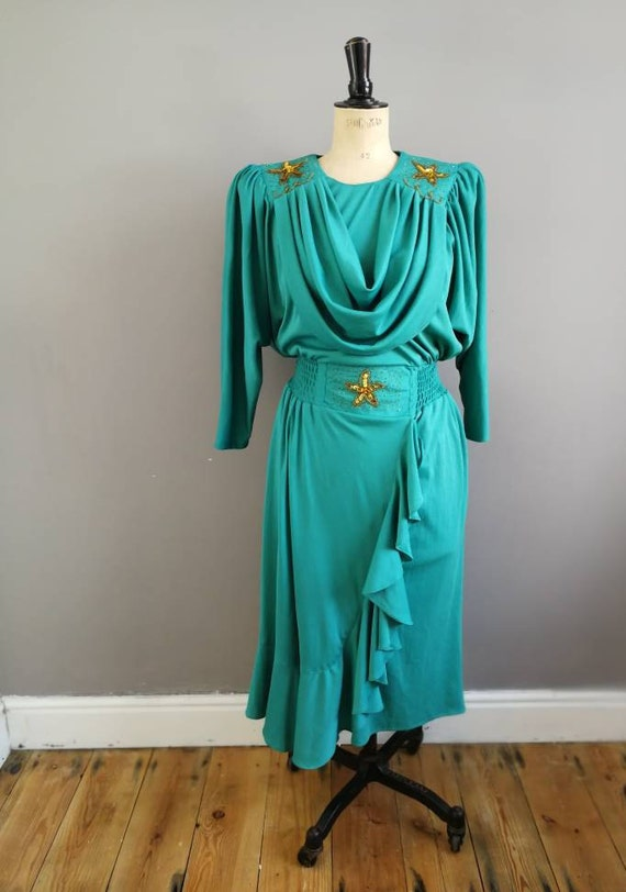 80s green party dress / green dress with gold beads and sequins / xmas party dress / OTT 80s party dress / vintage green batwing party dress