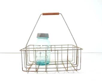 Vintage Metal Wire Milk Bottle Carrier / Metal Wire Basket / Rustic Farmhouse Storage
