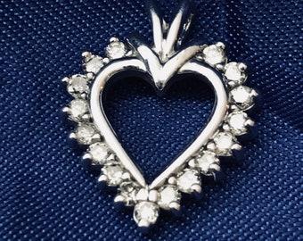 10k White Gold Diamond Heart Pendant Stunning, Pretty and Beautiful