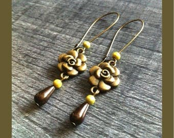 Bronze dangle earrings, flower