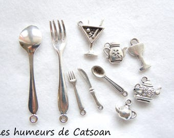 Lot 10 charms covered and dishes. Excellent quality