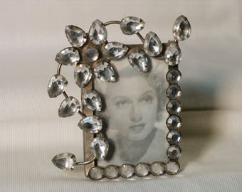 Mini frame surrounded by Rhinestones, flower, white color