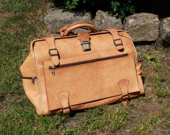 Vintage brown tan leather 70s oversized large travel holdall hand bag