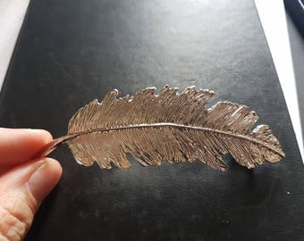 Nice barrette in silvery metal feather