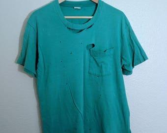 Shredded Fruit of the Loom Pocket T-Shirt Green Single Stitch Distressed Blank Vintage 1980s