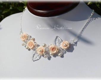 Collier mariage fil argenté, roses en porcelaine froide, feuilles en verre, perles - bijoux mariage, bridal necklace, flowers