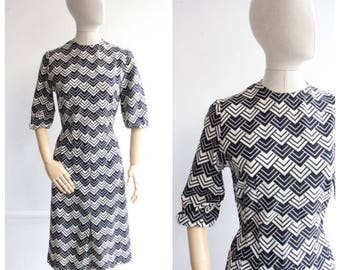 Vintage 1940's wiggle dress Black White Pattern Dress art deco geometric print monochrome dress original 1940's revival 40's forties UK 8