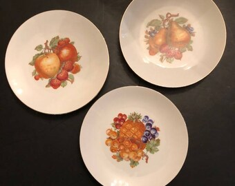 Set of Three German Wall Plates with Fruit Design Bareuther Bavaria