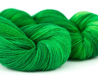 Handdyed semisolid sock yarn Colorway: RADIOACTIVE GREEN 75/25 wool/polyamide 100g/420m 3.5 oz/460y 4ply, fingering, neon, soft, warm