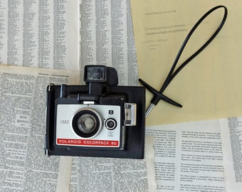 Polaroid ColorPack 80 land camera Instant camera Black plastic strap Vintage industriel decor Camera collection Made in United Kingdom
