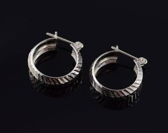 14k 20mm Faceted Hollow Circle Hoop Earrings Gold