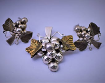 Vintage 925 Silver Mexico Grape Cluster Brooch/Pendant with Clip On Earrings Set