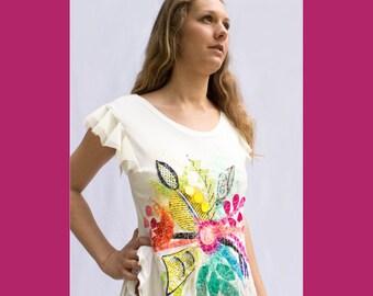ROBE BLANCHE-style sortie de plage-robe brodée-broderie-couleurs-manches plissées-manches transparentes-pailette-robe blanc cassé-rose