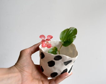 Ceramic Planter with Brush Strokes Pattern, perfect for succulents and small plants