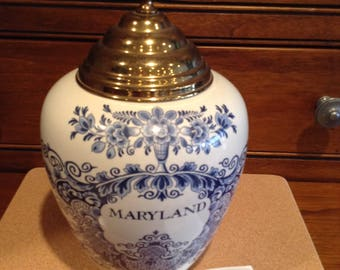 Royal Goedewaagen Delft Blue Maryland Tobacco Jar with Certificate  9 & 3/4""