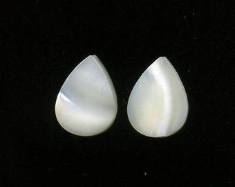 Mother of Pearl x 2 (724), natural stone, 13 x 10 x 3 mm, white