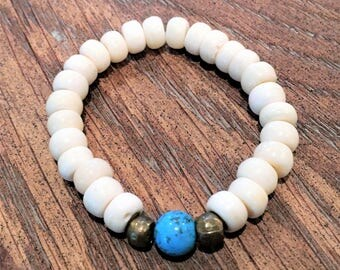 Bracelet of bone beads with a turquoise accent bead