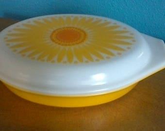 Pyrex 1.5 Qt Sunflower Casserole Dish