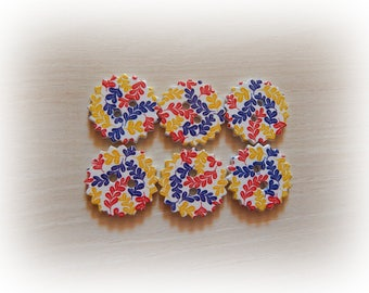 6 scalloped round shape 24 mm flower design wood buttons