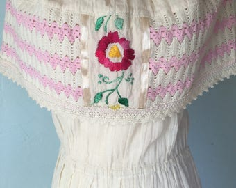 Boho Size Small Off the Shoulder Vintage Mexican Flower Dress Pink White Crochet