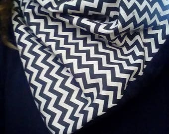 Black and beige geometric pattern snood