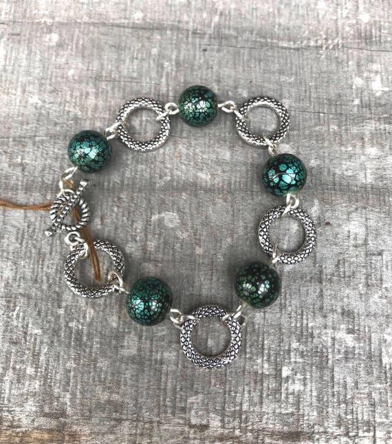 Black/green glass crackle bead and silver hoop, link bracelet