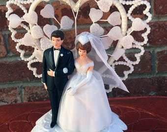 Vintage 1960s Wilton Cake Topper Brunette Bride and Groom with Plastic Heart and White Fabric Hearts