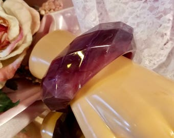 Marbled Maroon Purple Thick Faceted Lucite Plastic Bangle Bracelet | Vintage Retro | Estate | 1970's