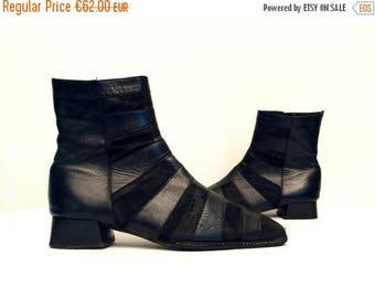moving sale % Vtg 90s Avant Garde Suede Leather Black Square Low Heel Minimalist Ankle Boots