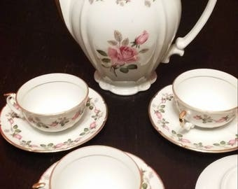 Porcelain chauvigny (FD deshoulières) with gilt 3 cups and under cups and 2 saucers