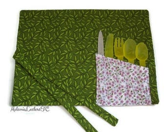 Practical placemat with utensils holder pouch - flowers and foliage, pink and green