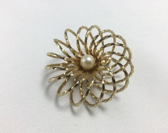 Vintage goldtone Circular brooch