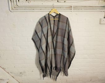 1970s vintage grey and black checkered poncho with fringe - Seventies Boho Bohemian