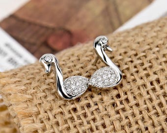 1 SMALL PAIR OF DUCK 925 STERLING SILVER EARRINGS.