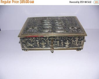ON SALE Vintage Jewelry Box with key
